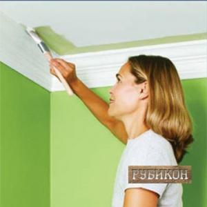 Как самостоятельно окрасить потолок