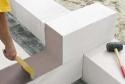 Почему важно использлвать специальный клей для газобетонных блоков